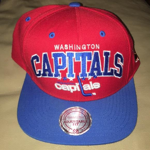 e6e3a70221f Washington Capitals Mitchell   Ness Snapback. M 5a33faaf2ab8c5f909005f71